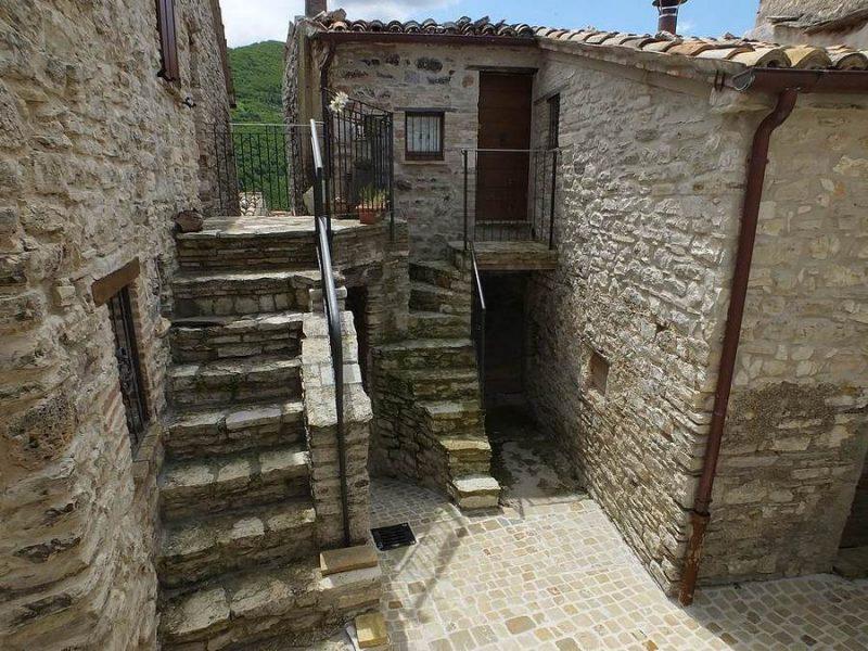 Castelletta costruita in dialetto poco lontano for Architettura vernacolare