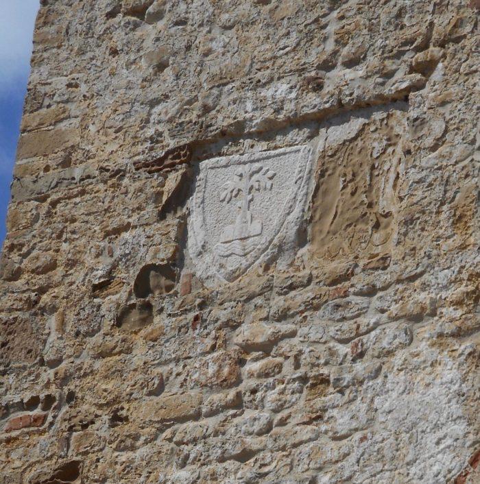 lo stemma di Amandola sulla torre